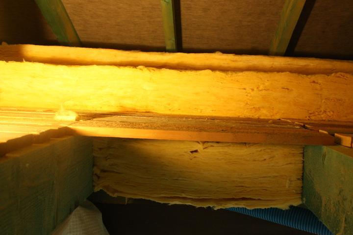 Optimal 1039, Interiér - Isover Unirol plus, 20 cm v rošte, na doske 20 + 12 cm