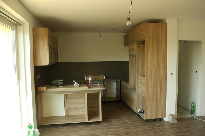 Optimal 1039, Interiér - Montujeme kuchyňu