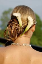 nebo květiny do vlasů, ...