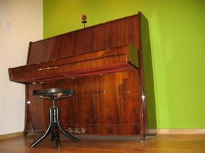 klavir musi byt, obaja sme hudobnici