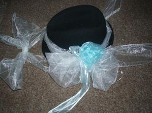 Snad konečně finální podoba kloboučku pro ženíška :-)