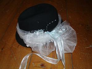 klobouk pro ženicha