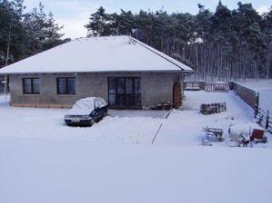 Baráček nám zapadal sněhem :-)