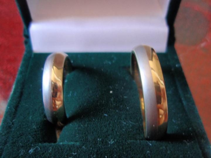 Fialková svatba - naše krásné prstýnky z wolframu, miluju je