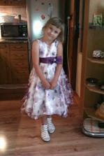 takhle vypadají na naší princezně, samozřejmě nebude mít ponožky ale silonky a taky bude jinak učesaná :-)