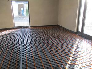 podlahové topení nataženo...