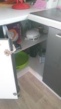 Rohová skříňka v kuchyni. Dvířka jsou 30x30cm a jsem max.spokojená. Lepší než ledviny a karusely