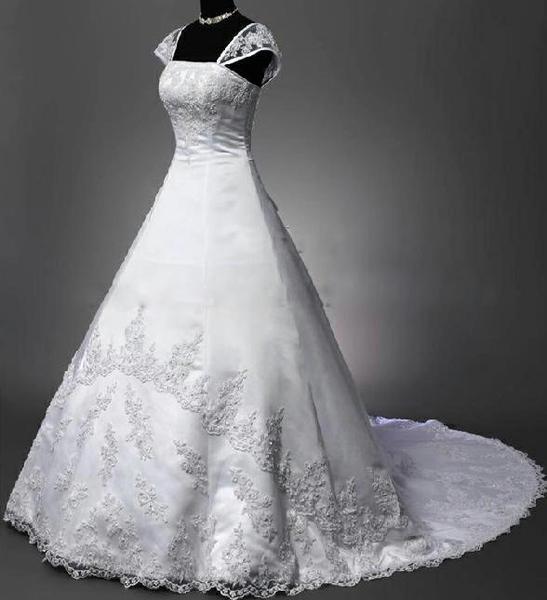 Neviděly jste tyhle svatební šaty někde v českém s... 32e284667c