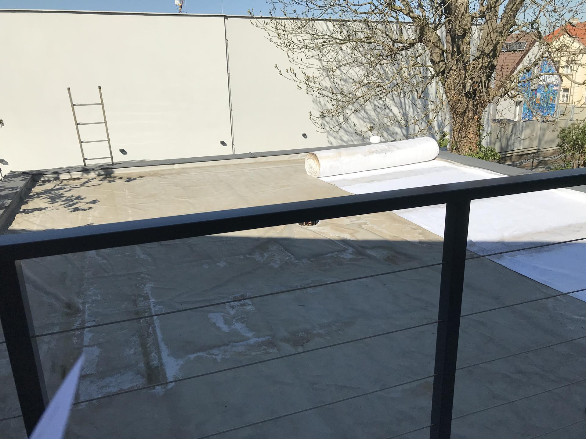 Konečně u nás po letech přichází na řadu zelená střecha nad garáží. - Obrázek č. 1