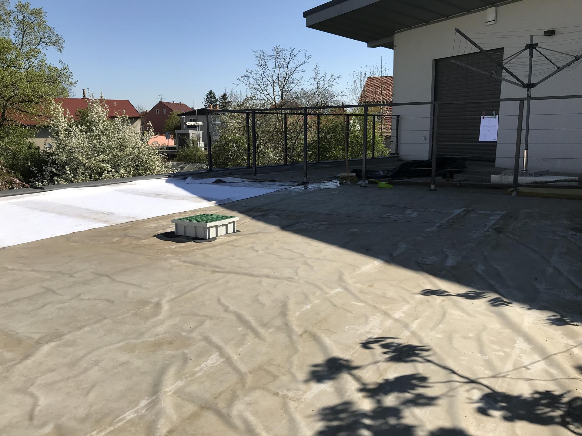 Konečně u nás po letech přichází na řadu zelená střecha nad garáží. - Obrázek č. 2