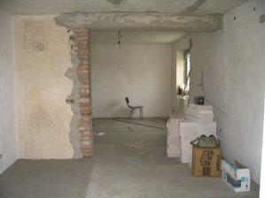 pohled z obýváku do kuchyně před stavbou příčky
