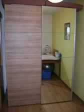 skříň v dětském pokojíku