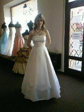 Tak 14 dní před svatbou jsem musela změnit šaty:-)