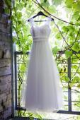 Bílé svatební šaty šité na míru pro malou nevěstu, 34