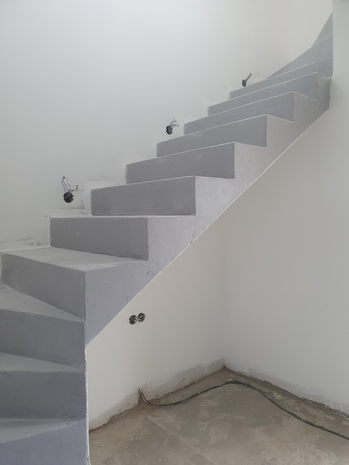 Pasivní domeček - Schodiště necháme priznane betonové