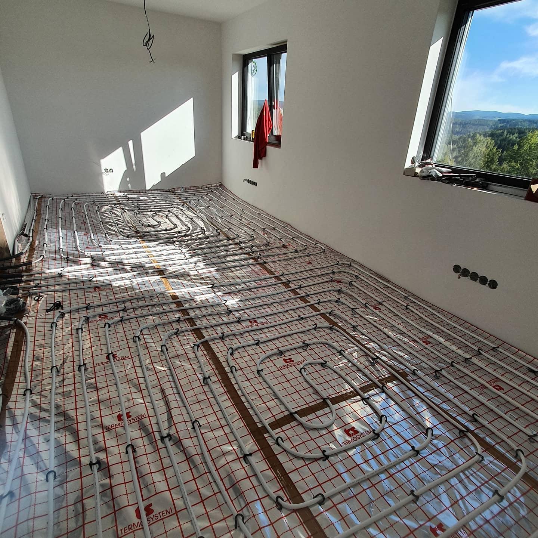 Pasivní domeček - Podlahové vytápění svépomocí