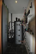 Celkový pohľad do (malinkatej) technickej miestnosti.