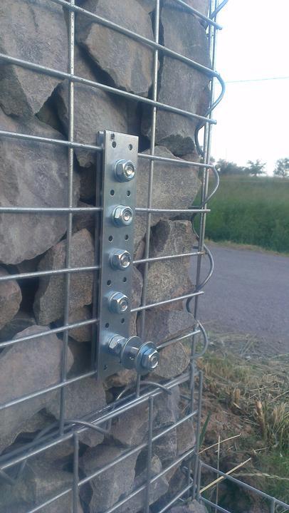 Pokus o riesenie ako namontovat vyplnu plota na gabion