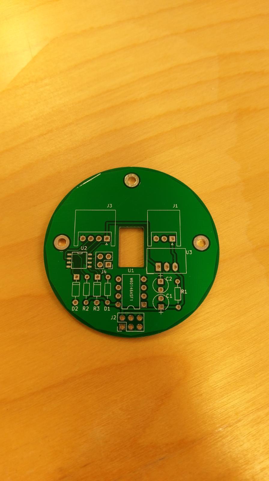LogomatIQ - Na skusku som si nechal vyrobit jeden PCB v cine :), vyzera to fajn