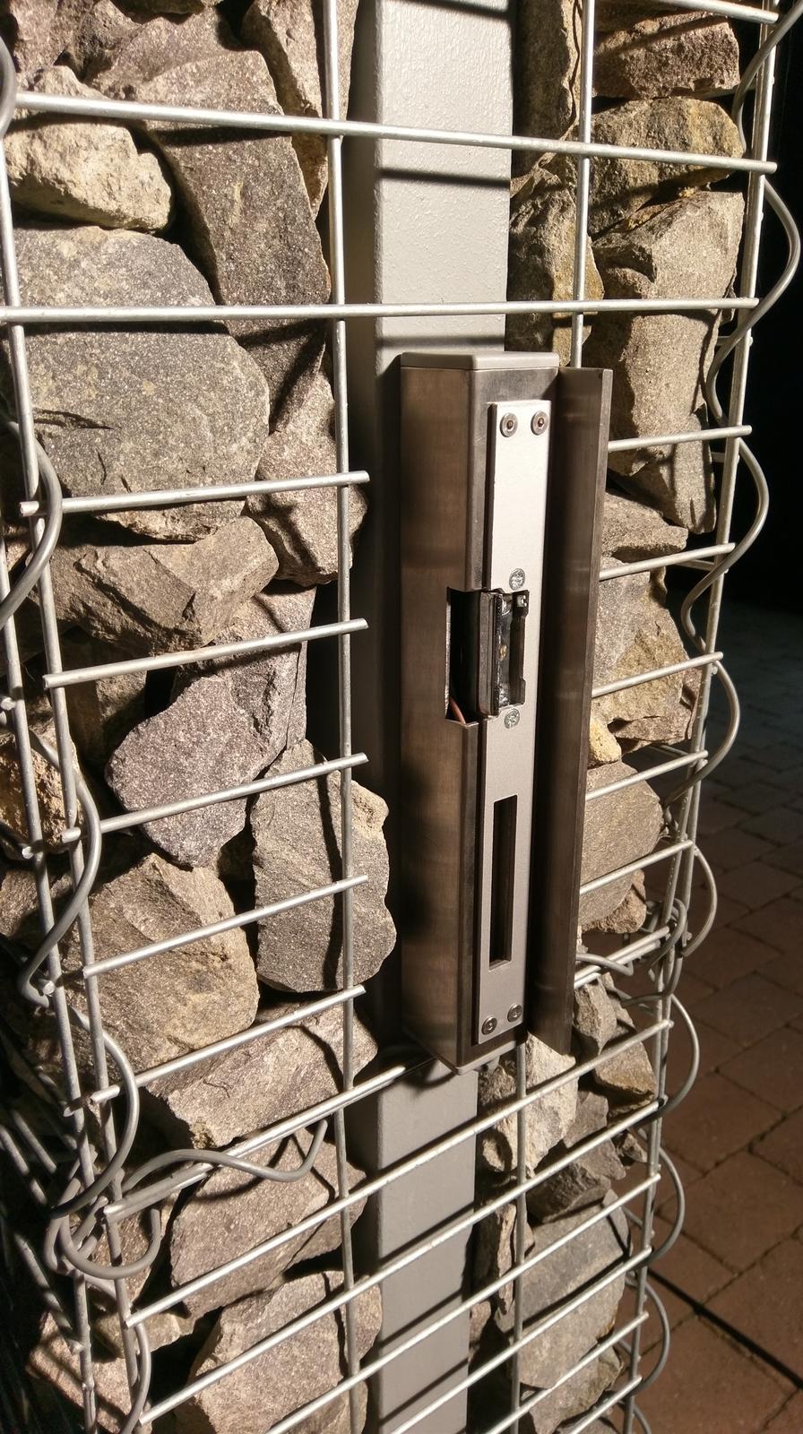 Plot - protikus zamky som vyrobil z 40x40 jakla a 60x5 tyce