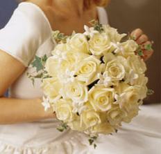 biedermayerka vs kombinácii staroružových a bielych ruží s brečtanom, obrázok mám len v printovej podobe