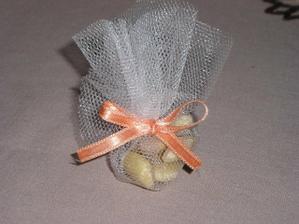 skúšala som prvý doma vyrobený darček pre sv. hostí, takto nejako to bude, ešte s menovkou :-)
