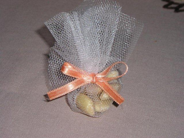 Moje predstavy - skúšala som prvý doma vyrobený darček pre sv. hostí, takto nejako to bude, ešte s menovkou :-)