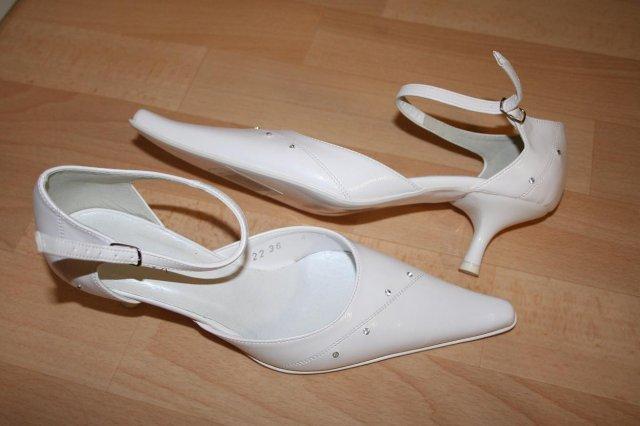 Moje predstavy - konečne som ich našla a sadli mi ako uliate ... moje svadobné topánočky