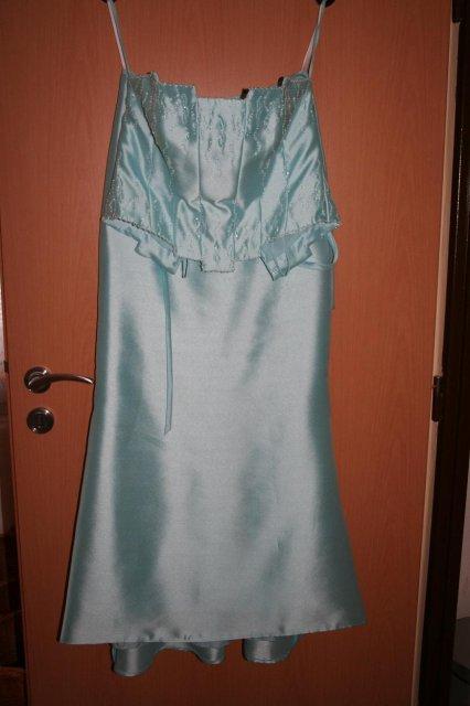 Moje predstavy - moje popolnočné (asi), boli vo výpredaji z exsalónu Nicole v BB, korzet zakrýva časť sukne
