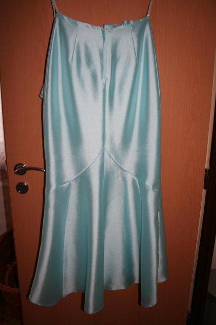 Moje predstavy - sukňa je vzadu trochu dlhšia a inak šitá
