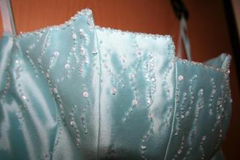 a detail korzetu, krasny :-)