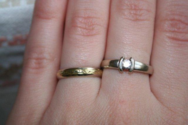 Moje predstavy - a takto to vyzerá na mojom prste vedľa snubného :-)
