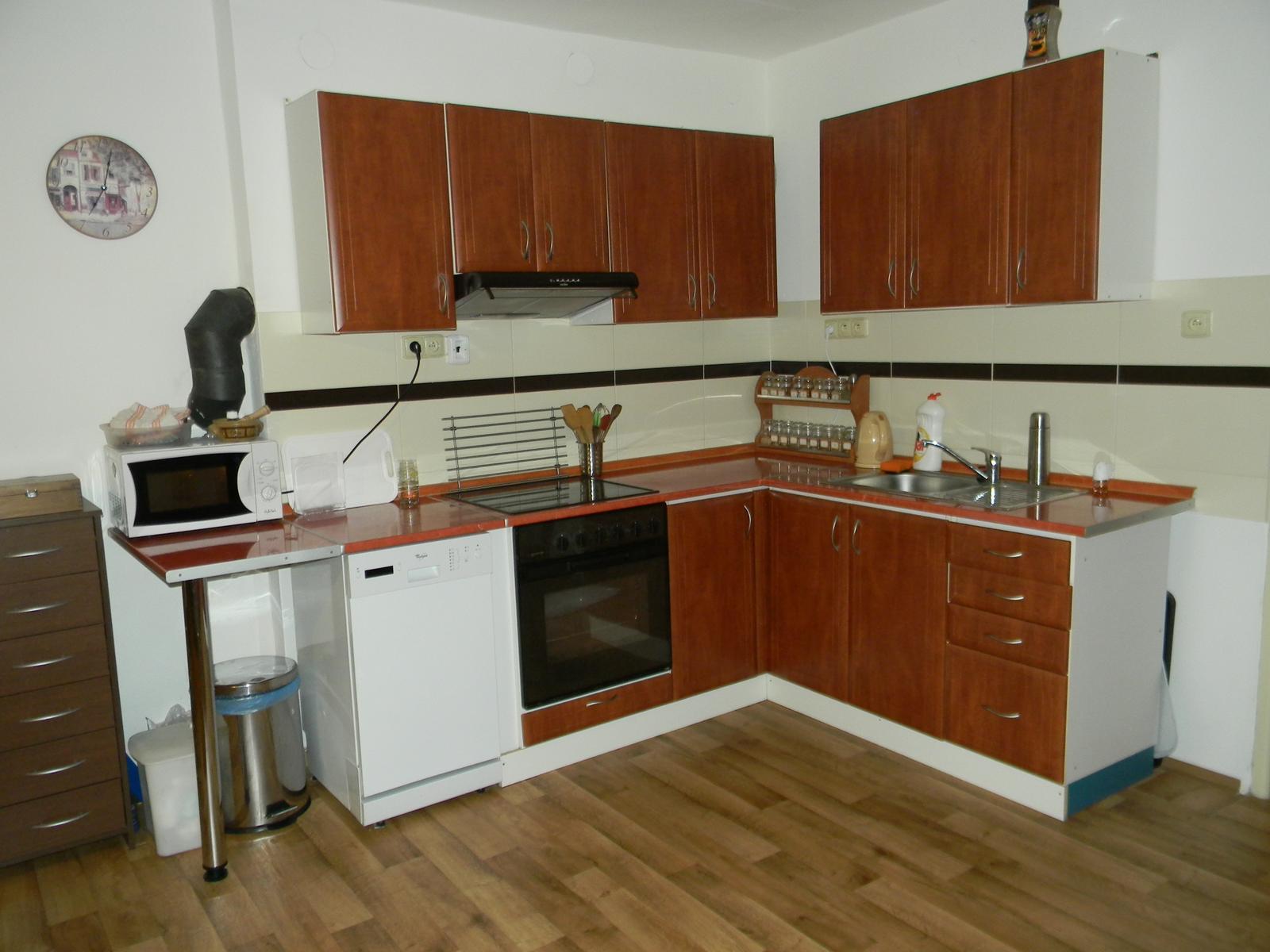 Sen o kuchyni... - Moje původní kuchyň v r. 2012...postupně se měnila myčka a přibyla jedna spodní skříňka