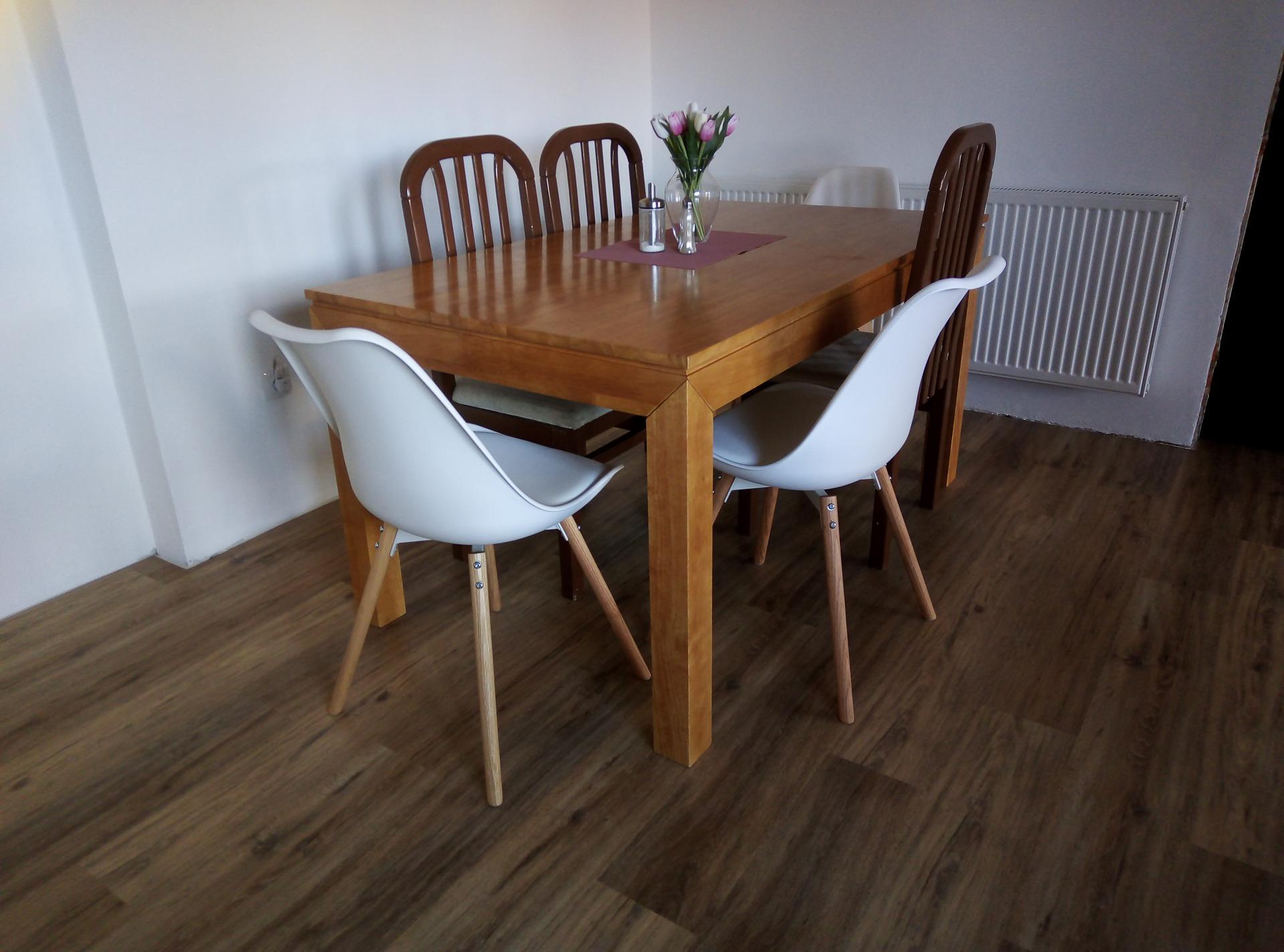 Sen o kuchyni... - Zatím jen dvě židle na zkoušku...sice jsem chtěla jiné trošičku, ale ... :D