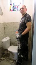 Manžel sa pustil do renovácie WC