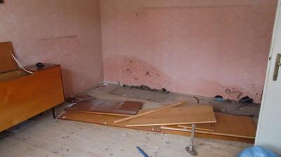 Rozbíjame nábytok a zistili sme, že jedna stena je mokrá...našťastie už sme zistili príčinu a pracuje sa na jej odstránení