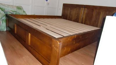 Naša úúúžasná posteľ. Čelá sú originálne cca 100 rokov a zvyšok je k tomu dorobený