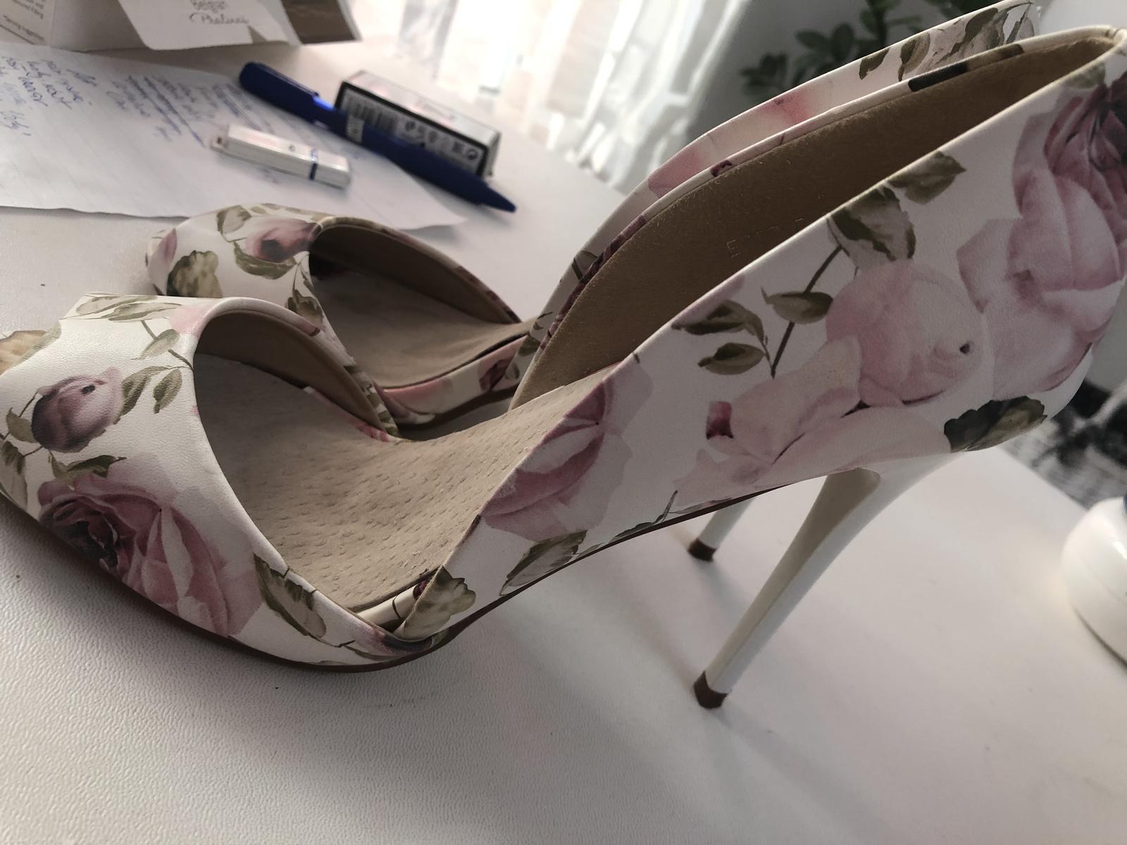 Letné sandálky s kvetmi - Obrázok č. 2