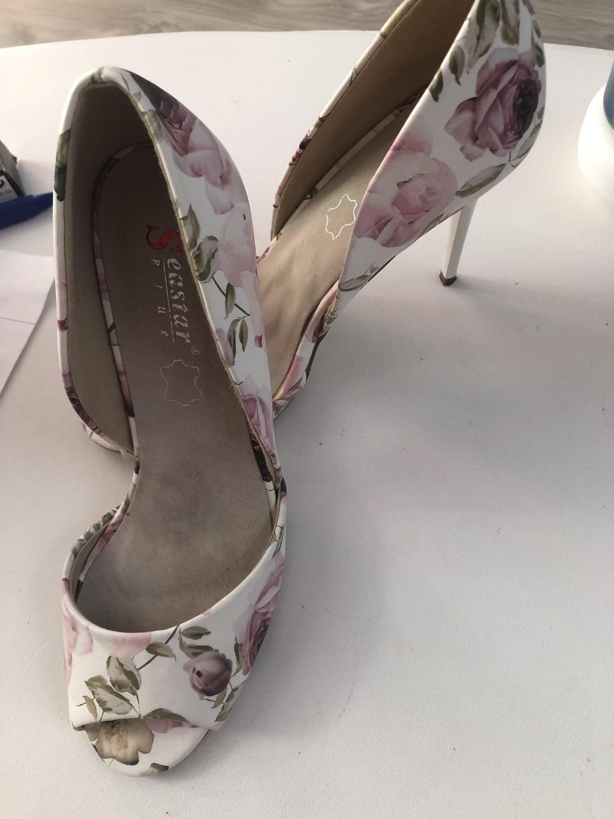 Letné sandálky s kvetmi - Obrázok č. 1
