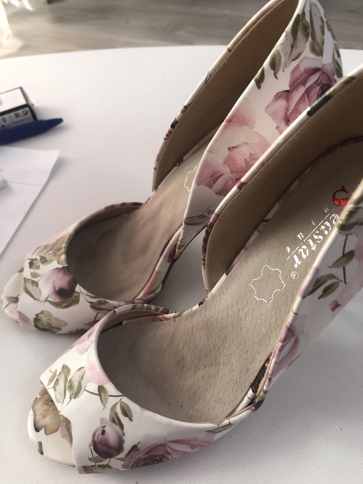 Letné sandálky s kvetmi - Obrázok č. 4