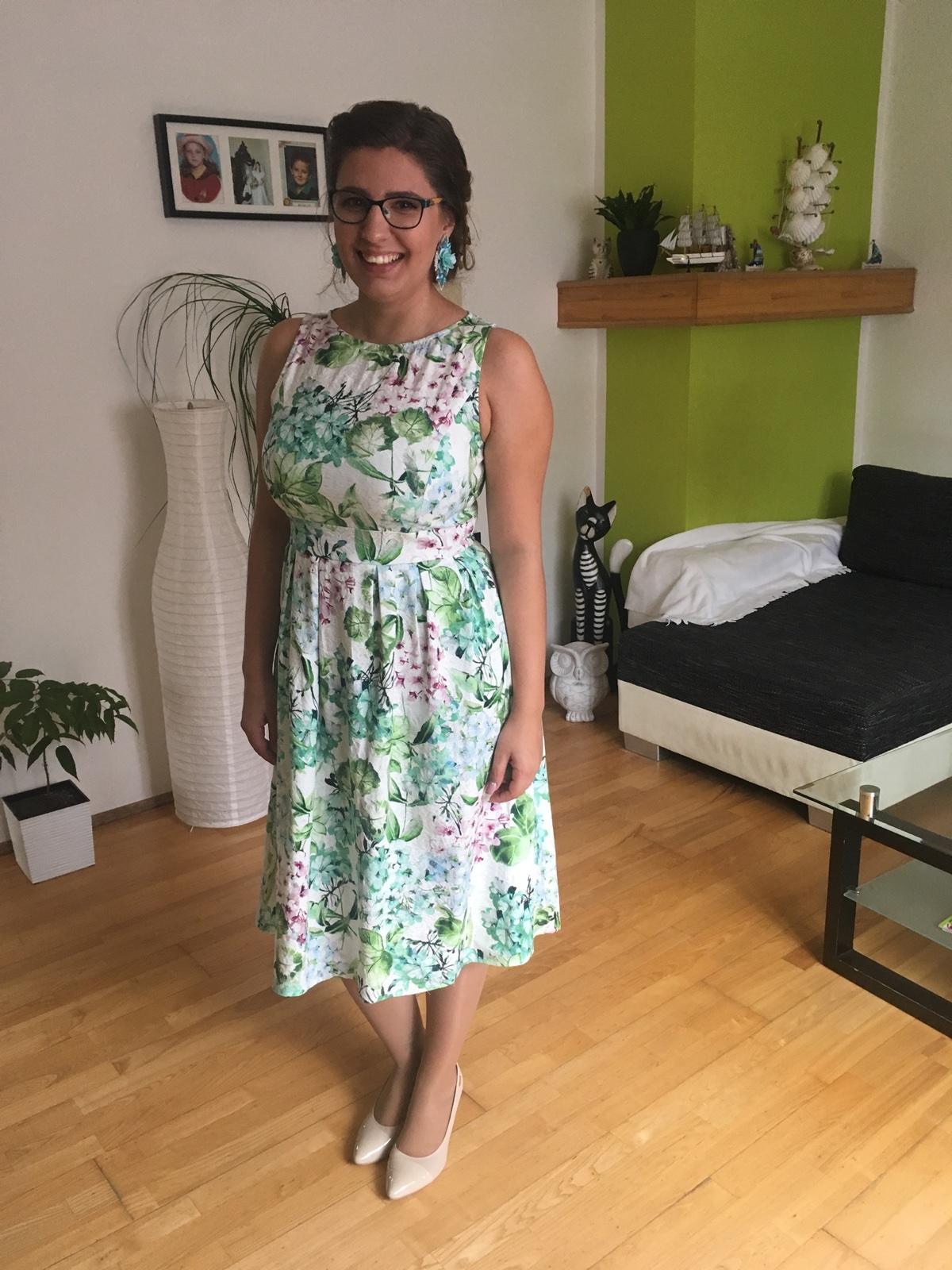 Kvetinkové šaty - Obrázok č. 1