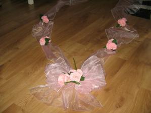 výzdoba na auti nevěsty-vlastní výroba :-)