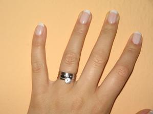 prstýnek je úžasnej,krasně sedí k zásnubnímu, jsem moc spokojená :-)