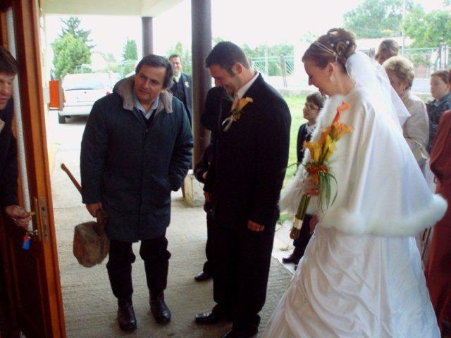 Martinka{{_AND_}}Marek - A keď nám otvorili musel manžel najprv drevo narúbať, keďže bola strašná zima.