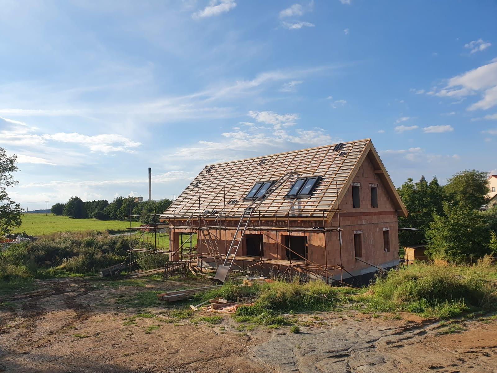 2020 Ze sklepa pod střechu a dál - Střešní okna na místě - Roto Designo R6