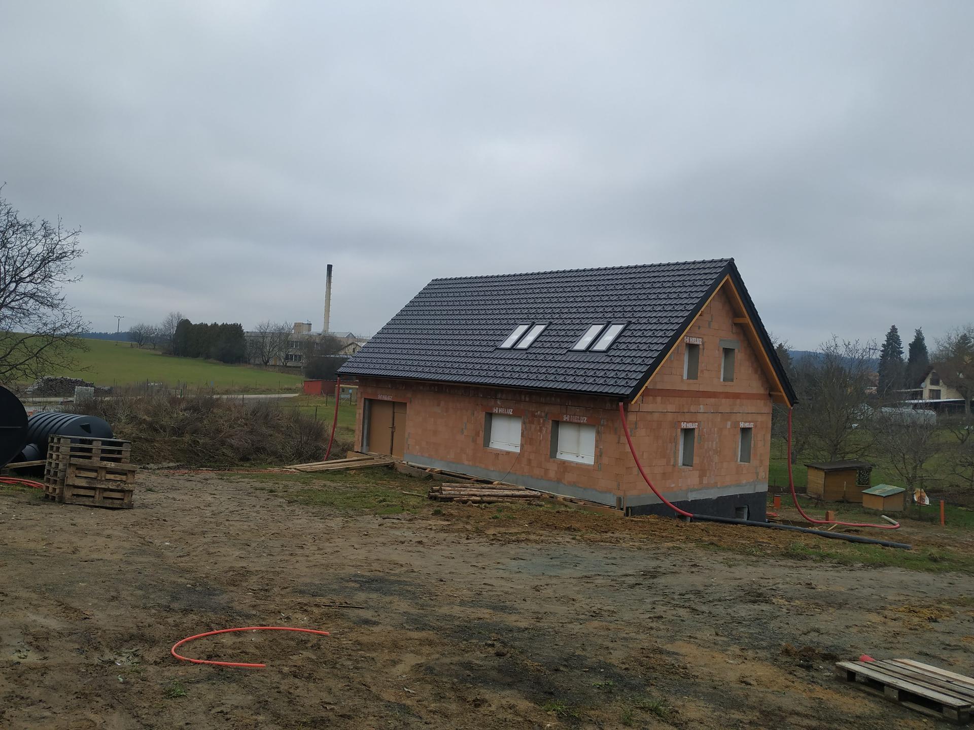 2020 Ze sklepa pod střechu a dál - Přituhuje a okna nikde, je čas trochu utěsnit díry proti zimě