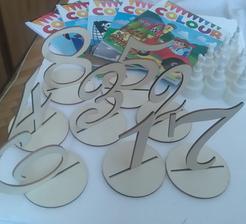 Malovanky pre deti, bublifuky tiez pre deticky a cisla stolov len ich este musim nafarbit na strieborno 😉