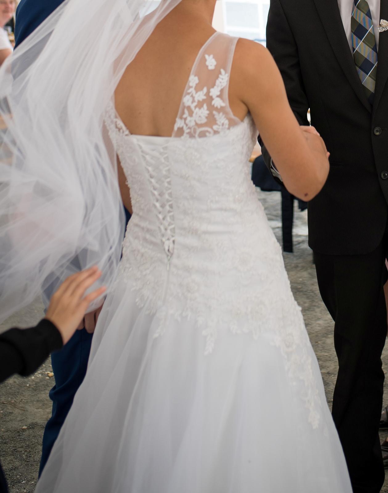 Svatební šaty (cca 36-40) korzetové s krajkou - Obrázek č. 3