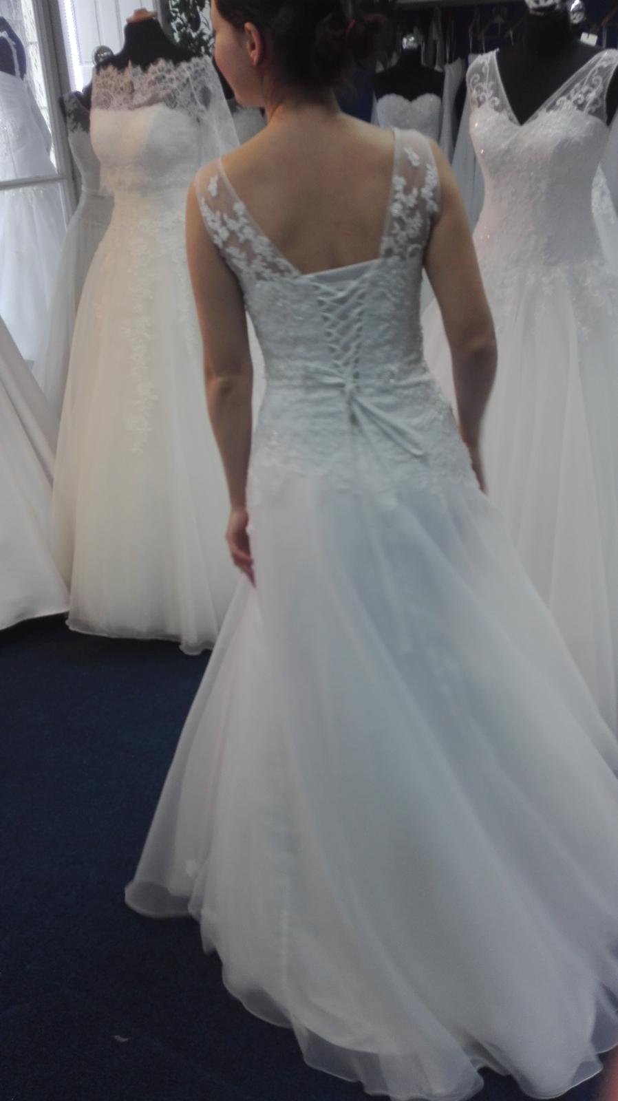 Svatební šaty (cca 36-40) korzetové s krajkou - Obrázek č. 4