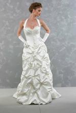...tieto šaty vyhrali, sú iné, trocha extravagantnejšie, ale mne sa páčia najviac...